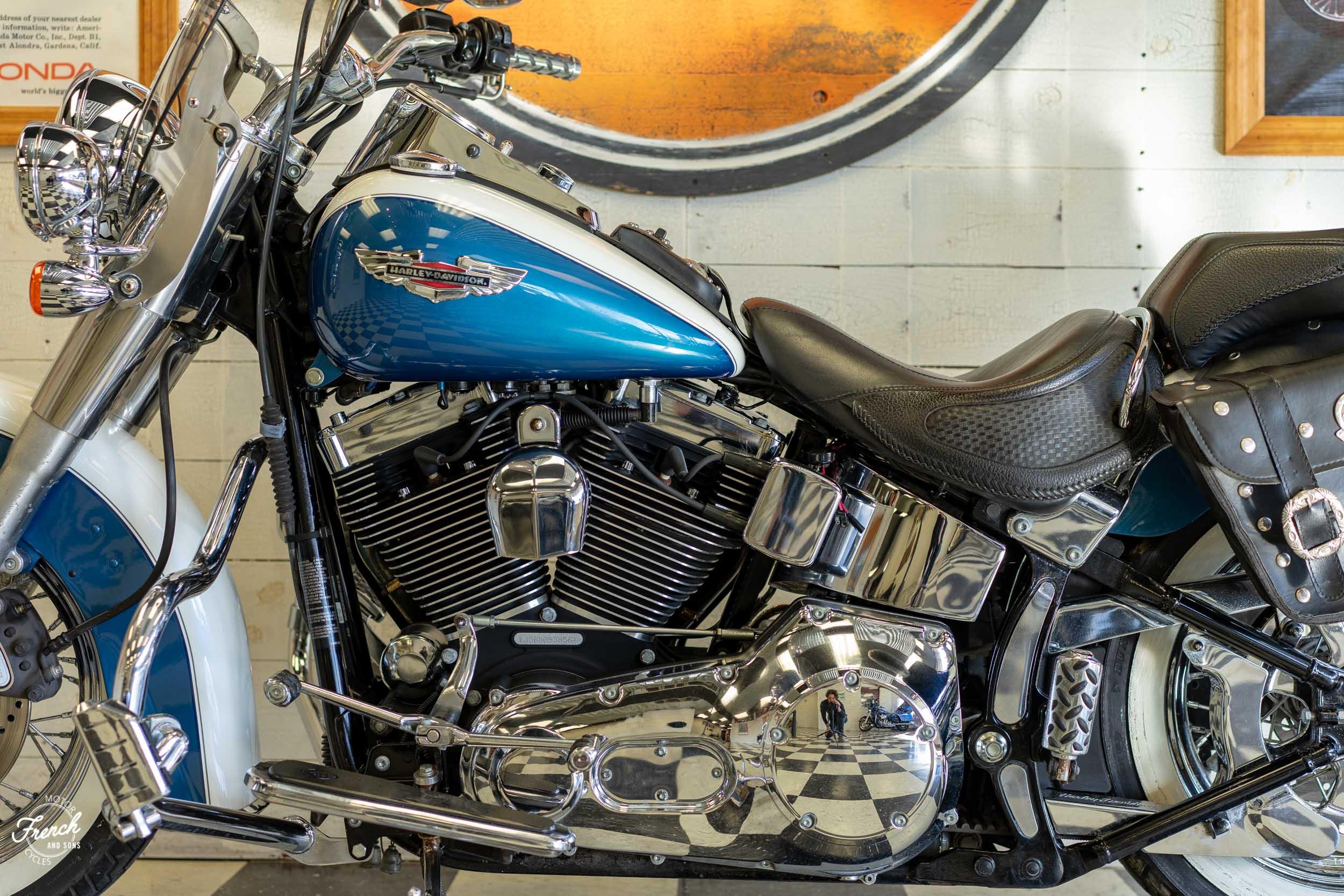 2005_Harley_Davidson_Softail_Deluxe-17.jpg