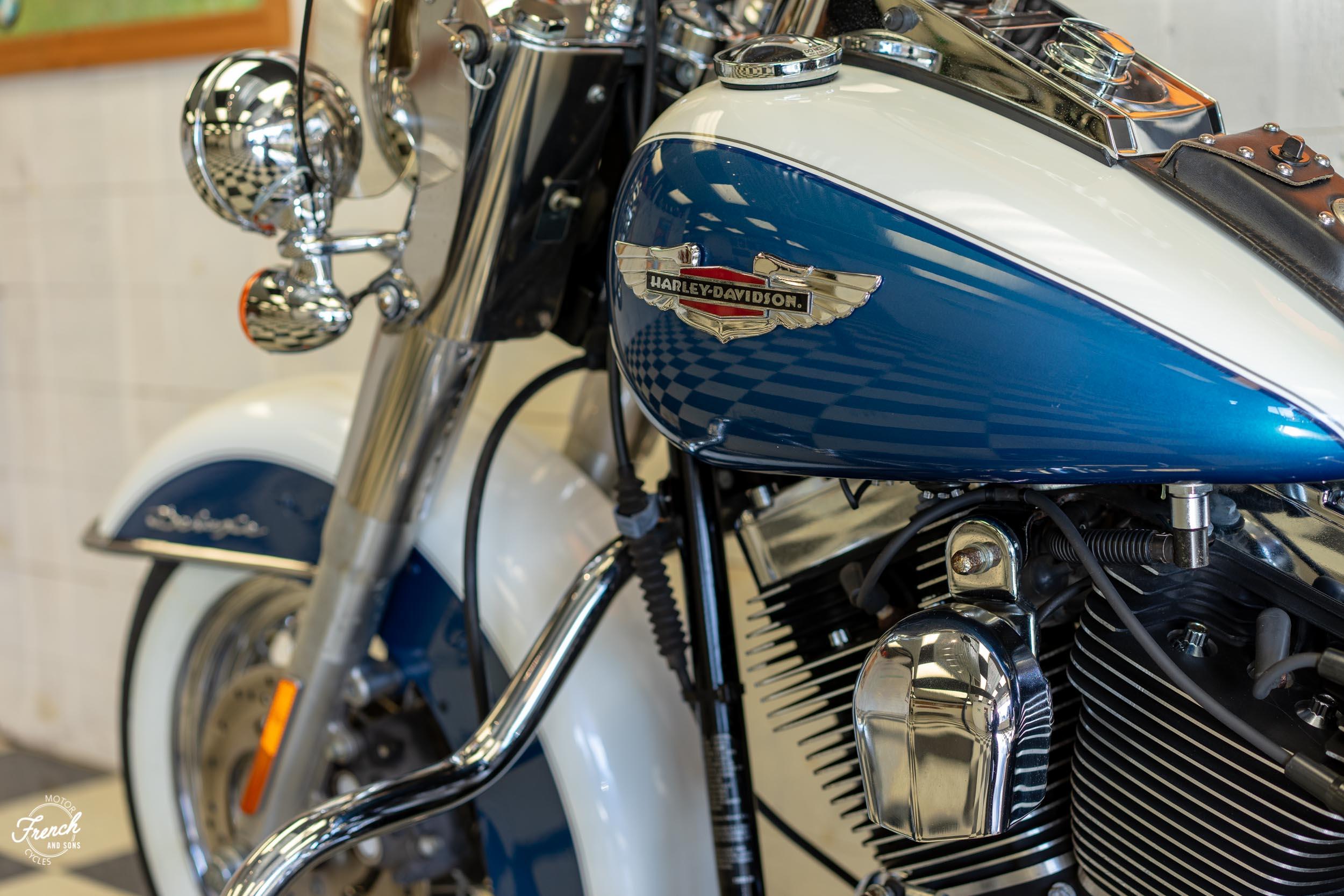 2005_Harley_Davidson_Softail_Deluxe-23.jpg