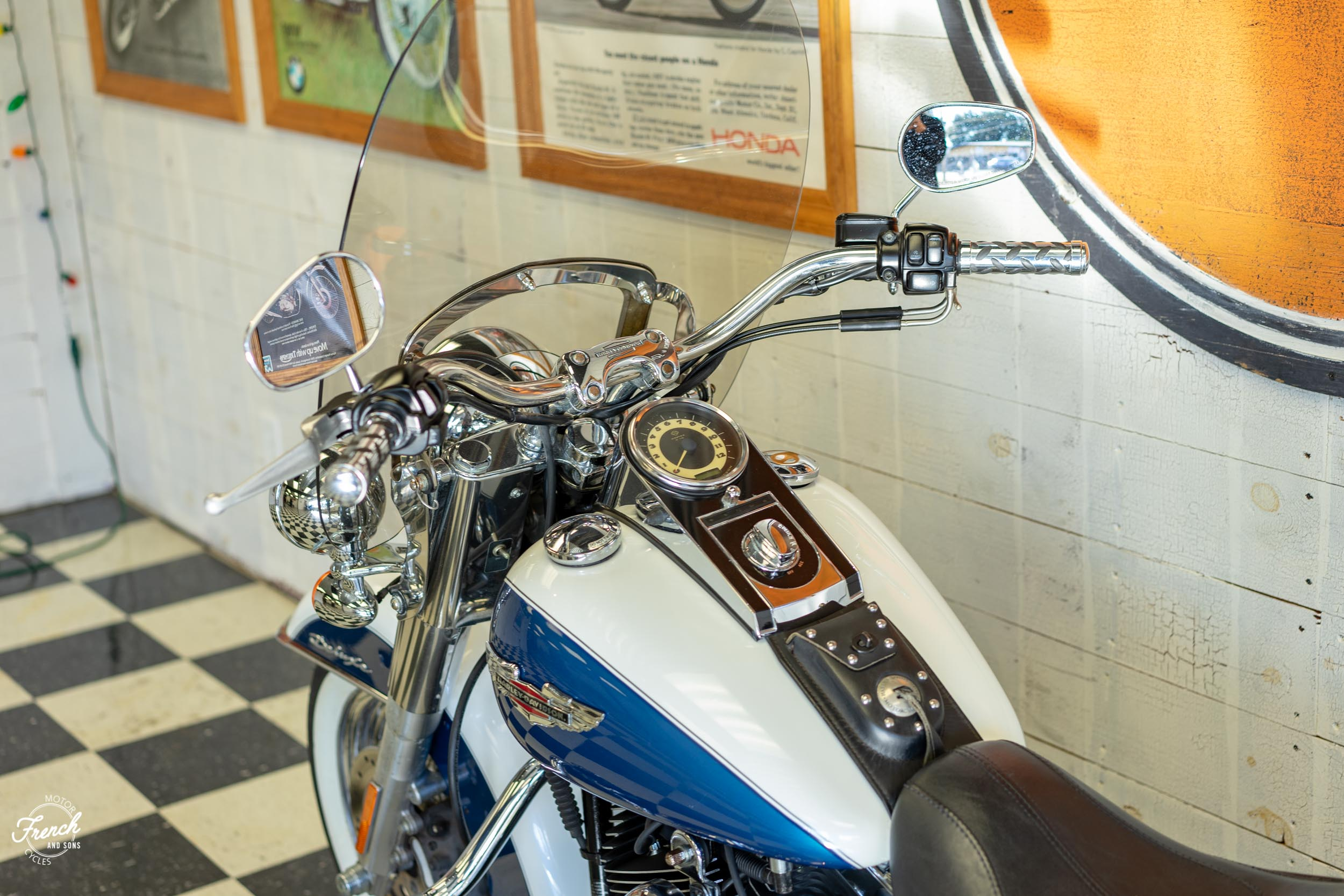 2005_Harley_Davidson_Softail_Deluxe-24.jpg