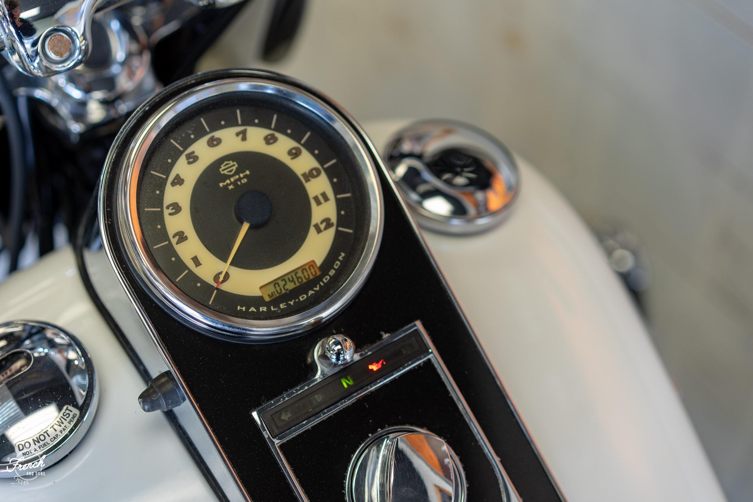 2005_Harley_Davidson_Softail_Deluxe-25.jpg
