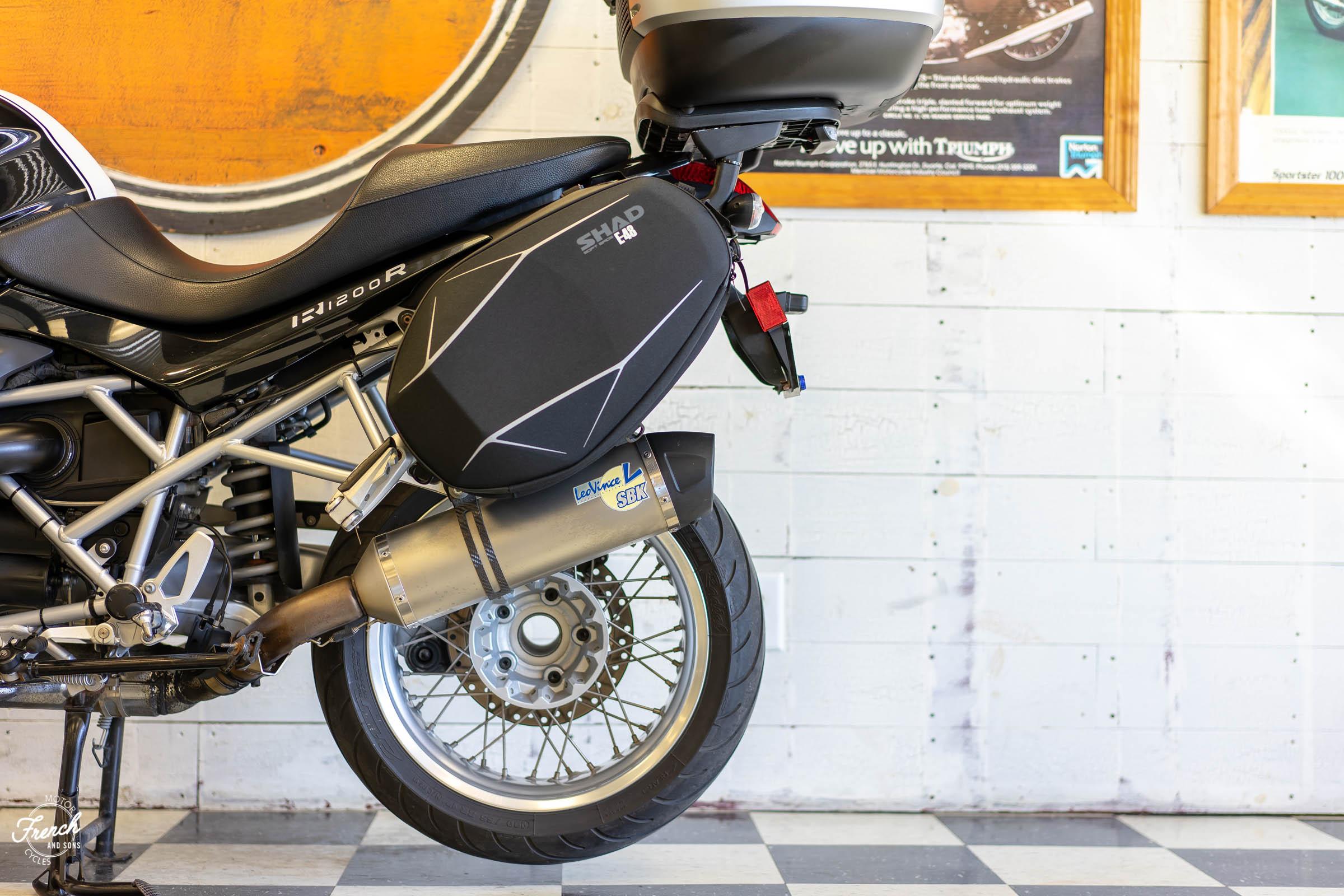 2011BMWR1200R-20.jpg