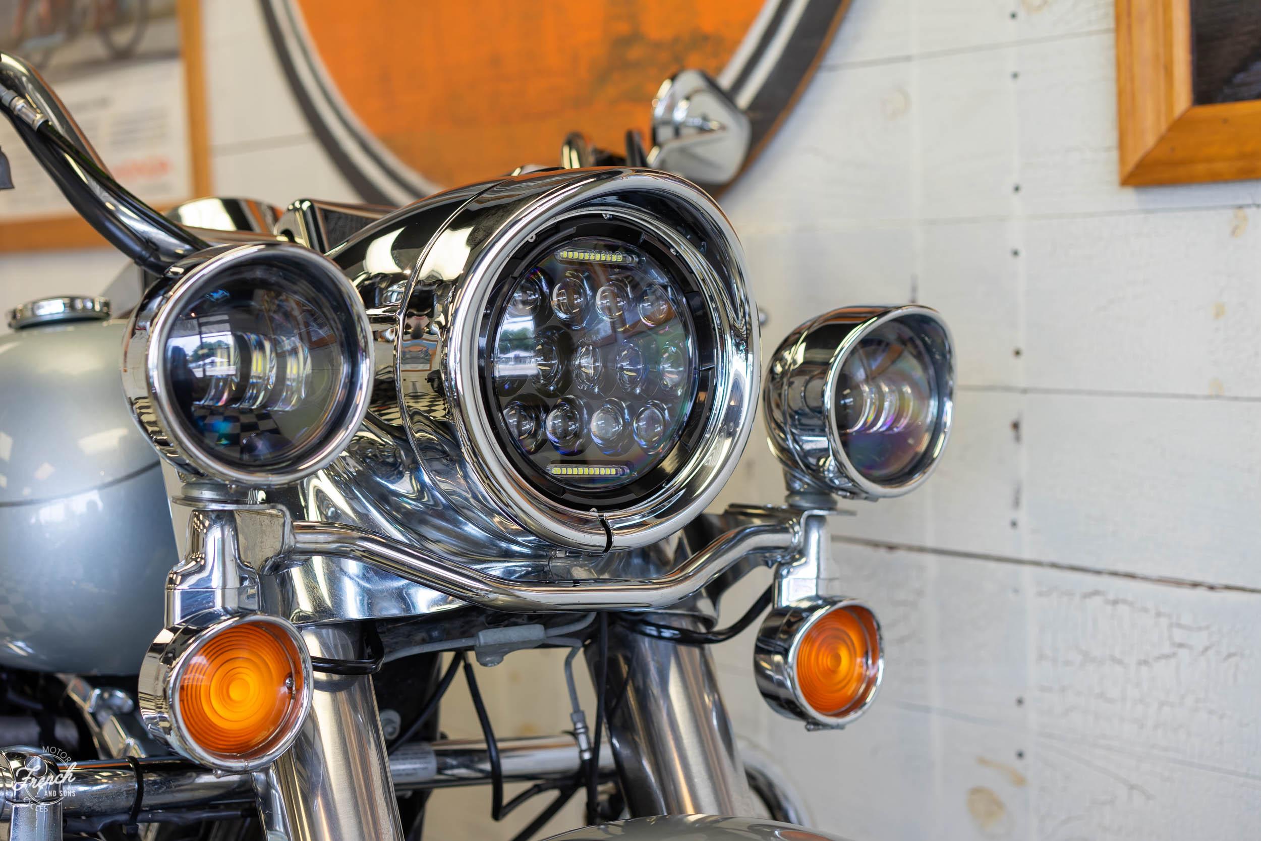 2011_Harley_davidson_road_king_silver-14.jpg