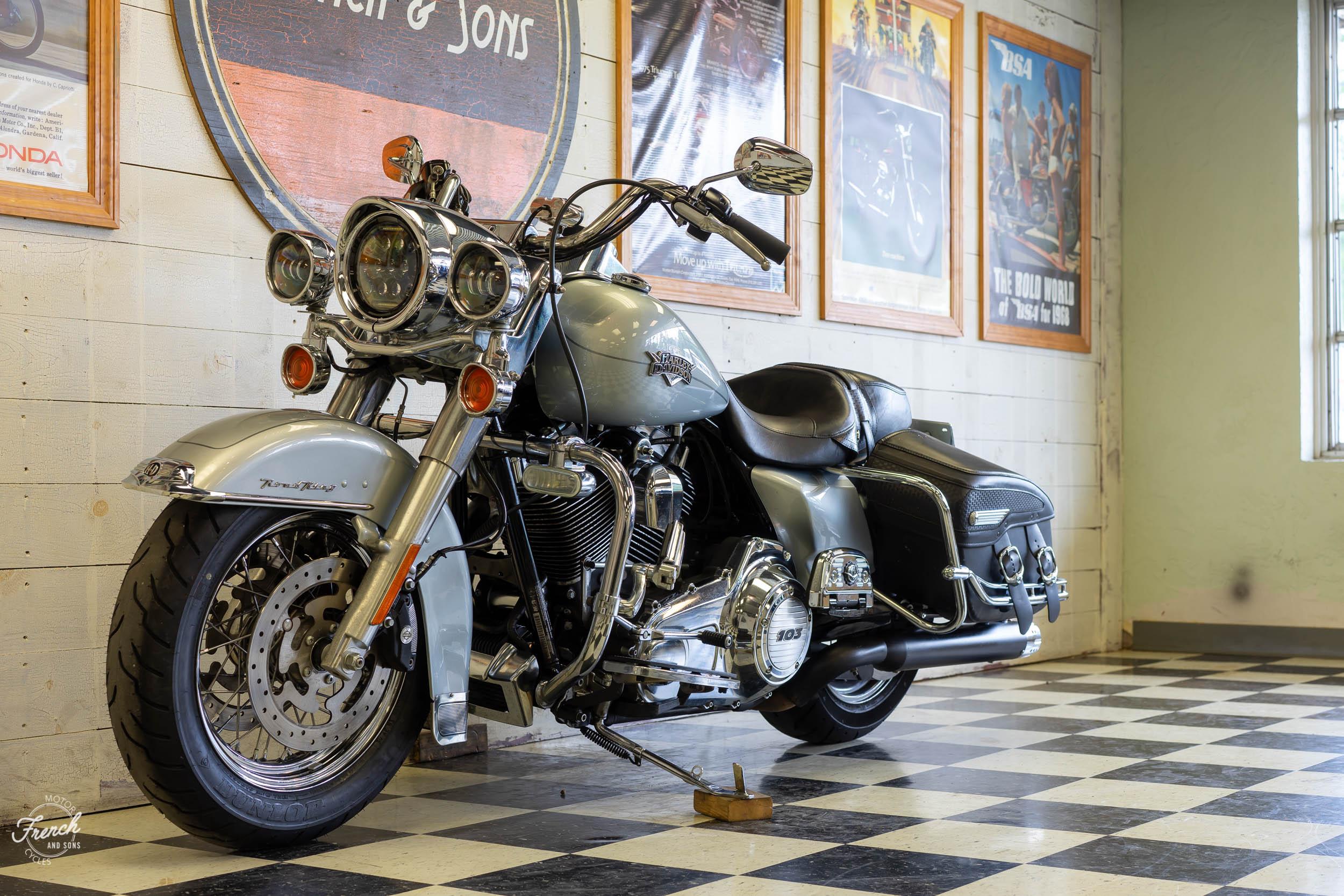 2011_Harley_davidson_road_king_silver-21.jpg