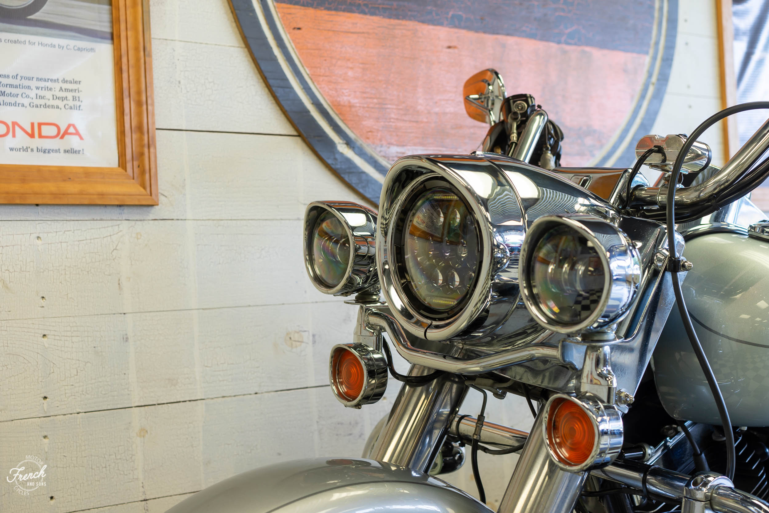 2011_Harley_davidson_road_king_silver-24.jpg