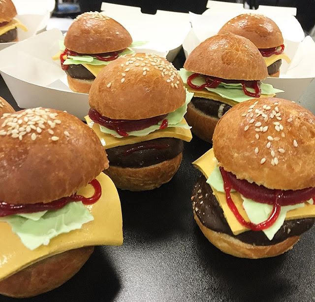 More ice cream burgers down under (cacaofinechoc/Instagram)