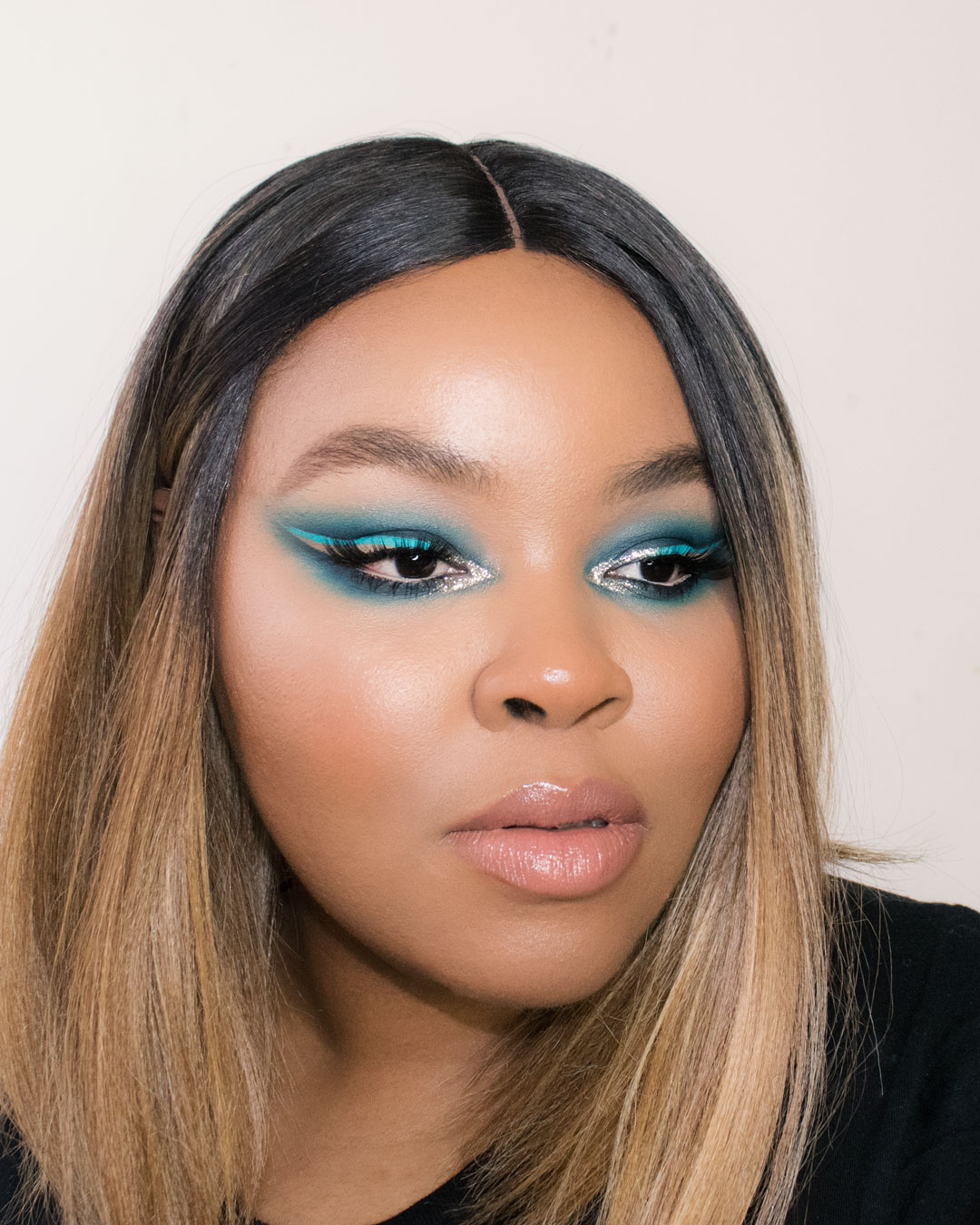 graphic-blue-eye-makeup.jpg