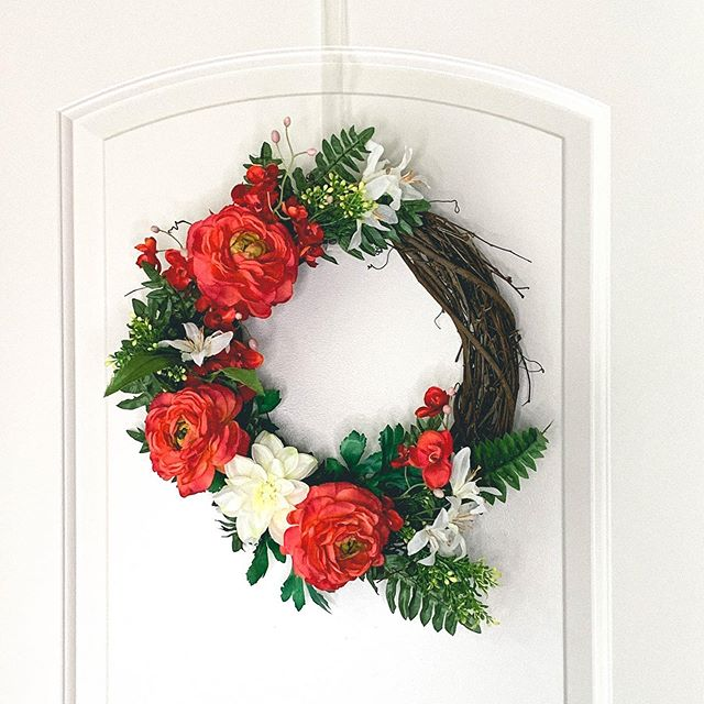 blood orange _ _ _ #frontdoordecor #floraldesign #etsyseller #etsy #wreath #homedecor #eucalyptus #flowers #handmade #orange #spring #springdecor #homedecor #greenerywreath #farmhouse #etsyshop #modernwreath #makersmovement #thatsdarling #vsco #buyfolk #handmadewithjoann