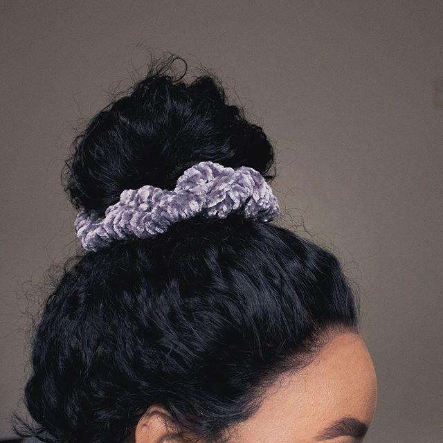 Velvet knit #scrunchie  Yarn Bernat Velvet @yarnspirations