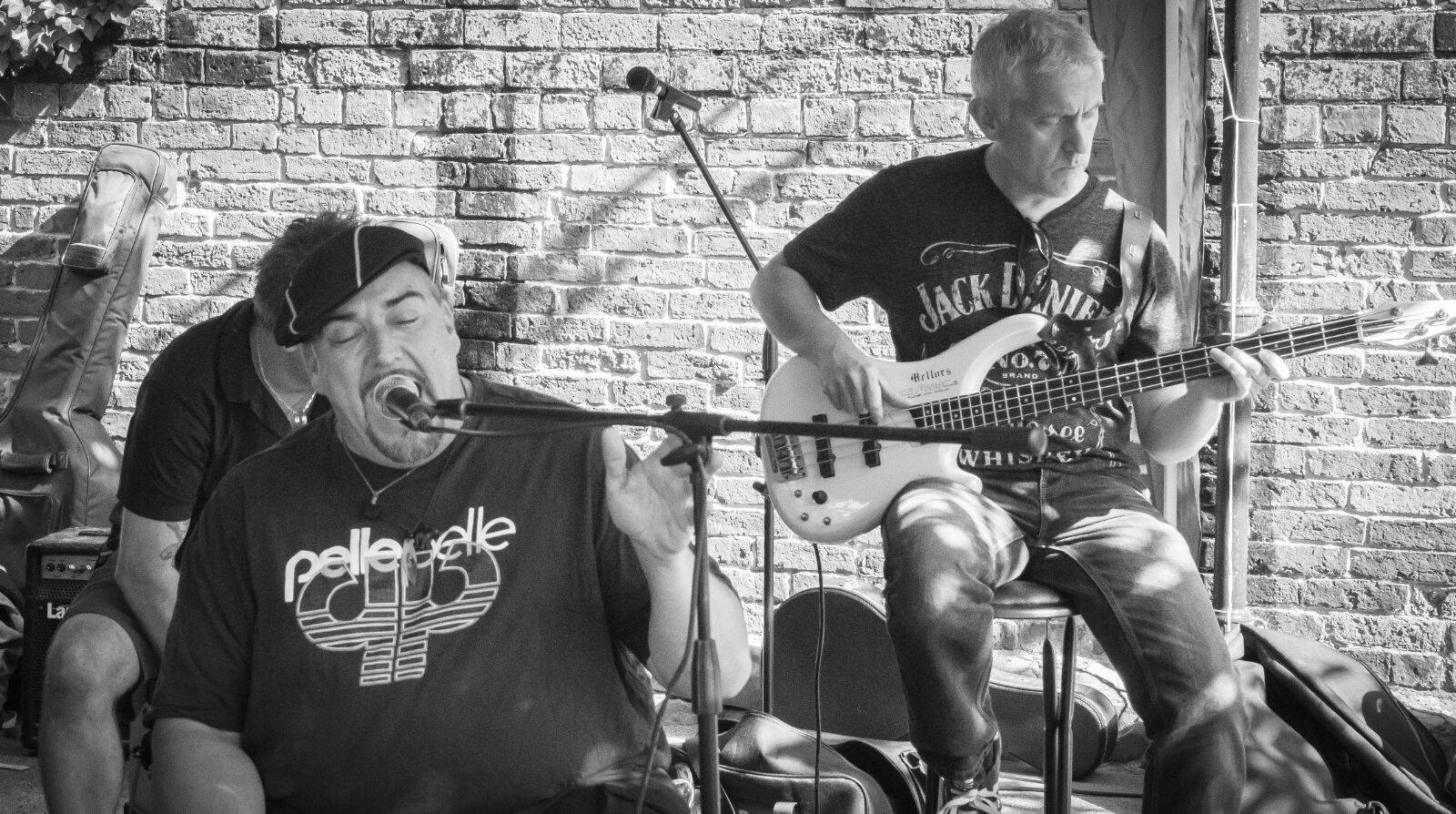 Creakin' Bones are a Midlands-based acoustic covers band. With a sound based around the cajon, we are perfect for small, intimate gigs.