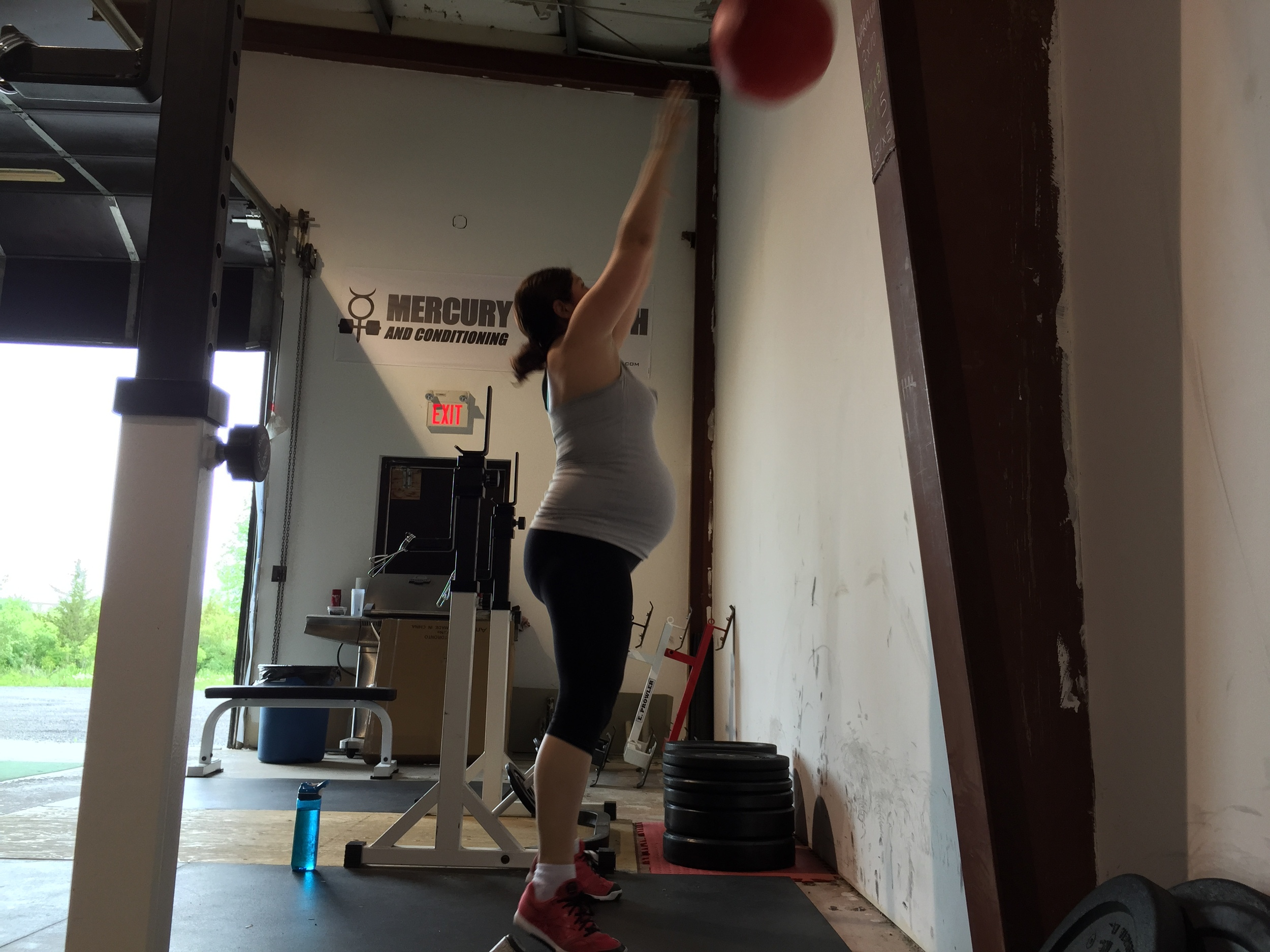 gym-fitness-training-pregnancy-kingston-julie-wallball