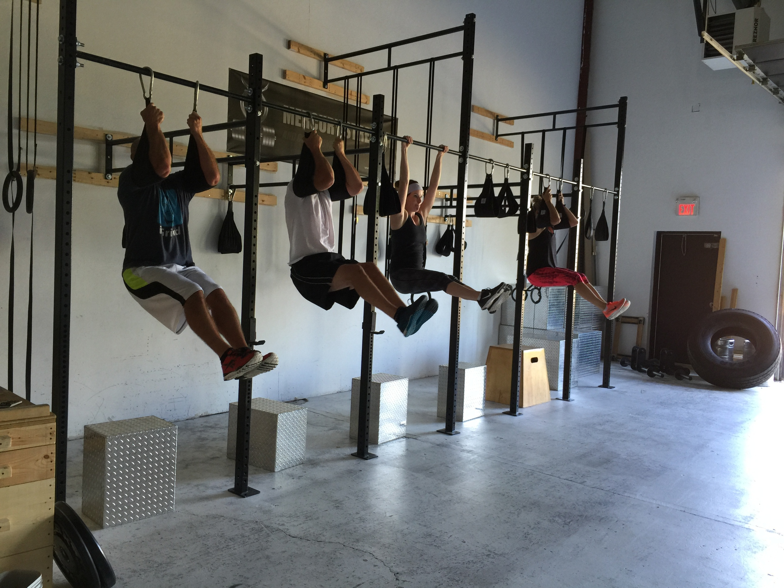 gym-fitness-training-bootcamp-kingston-L-sit