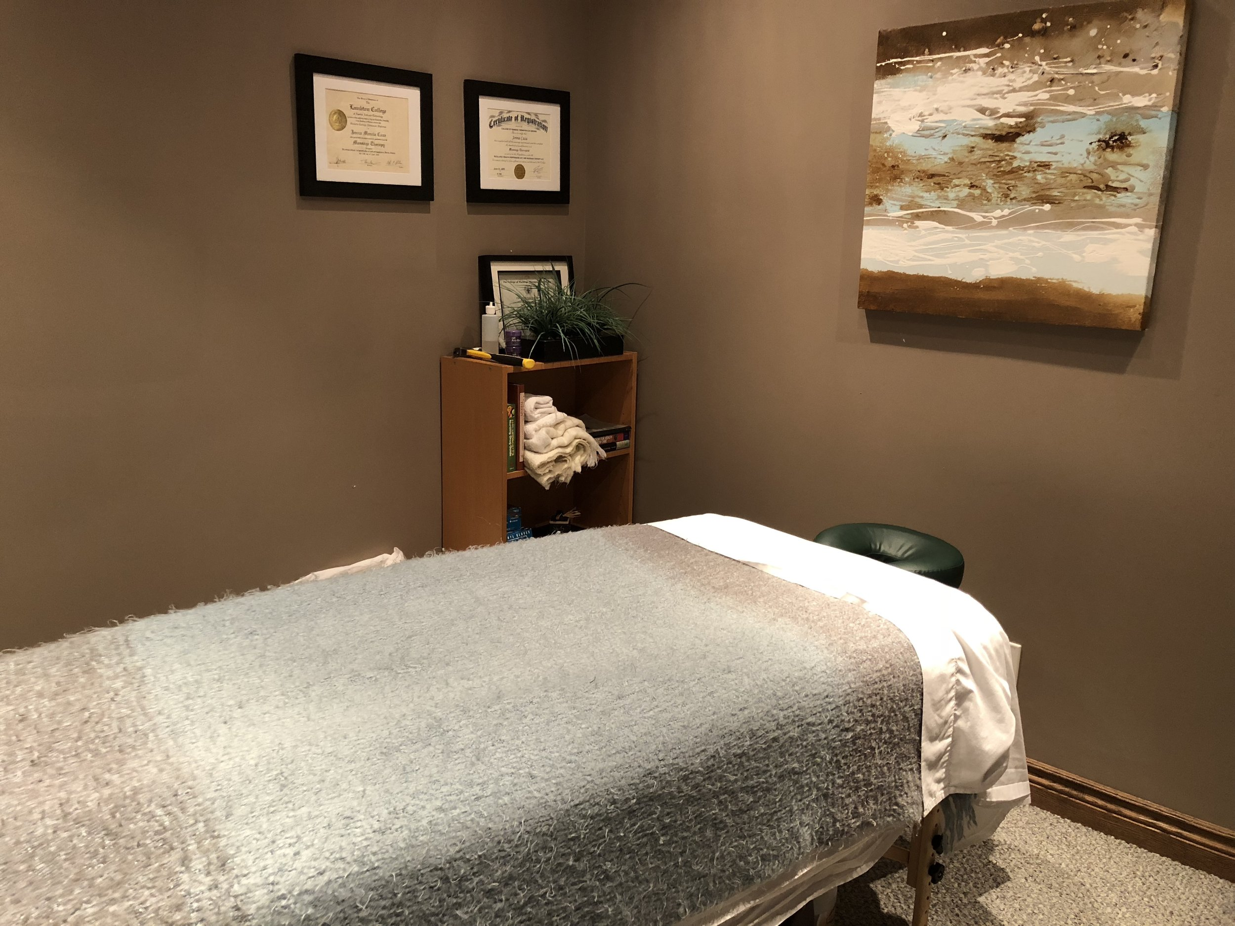 Whether you are an athlete or work in a office, massage therapy is a great way to unwind and rehab.