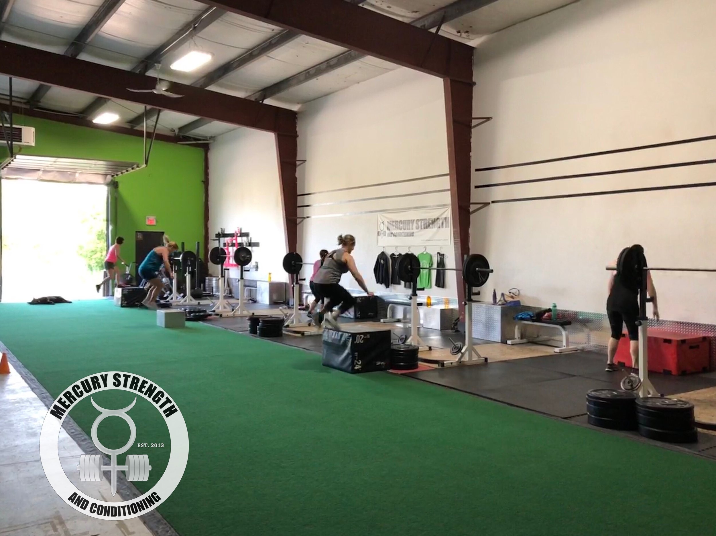 Gym-powerlifting-Olympic lifting-fitness-personal training-training-bootcamp-crossfit-kingston-kingston gym-kids-mercury-strength-conditioning-athlete-lunge-box jump