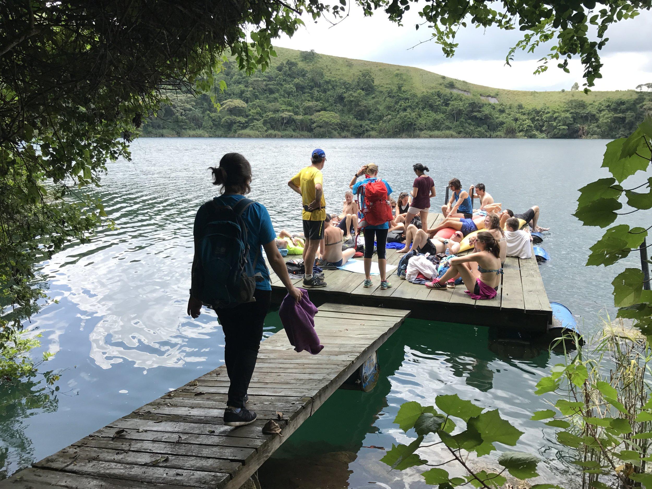 Sunbathe on the pontoon & swim in the lake!