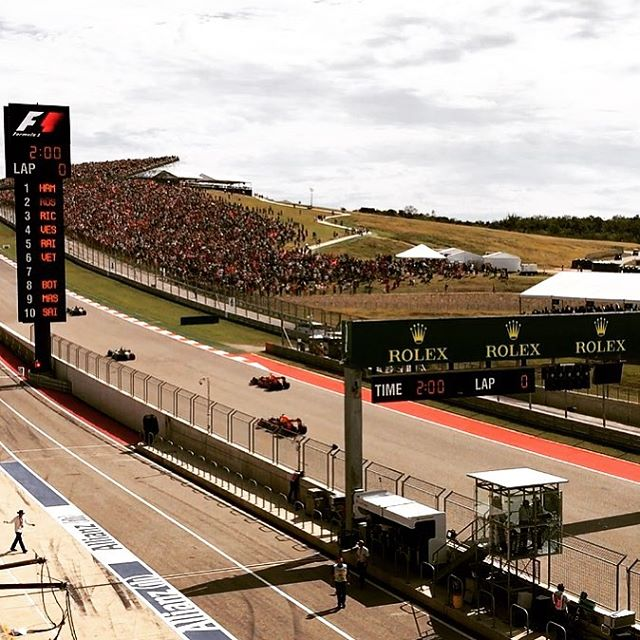 And they're off! #f1 #austingp #circuitoftheamericas #champagne #bubbles #sundayfunday #instawine #winelover