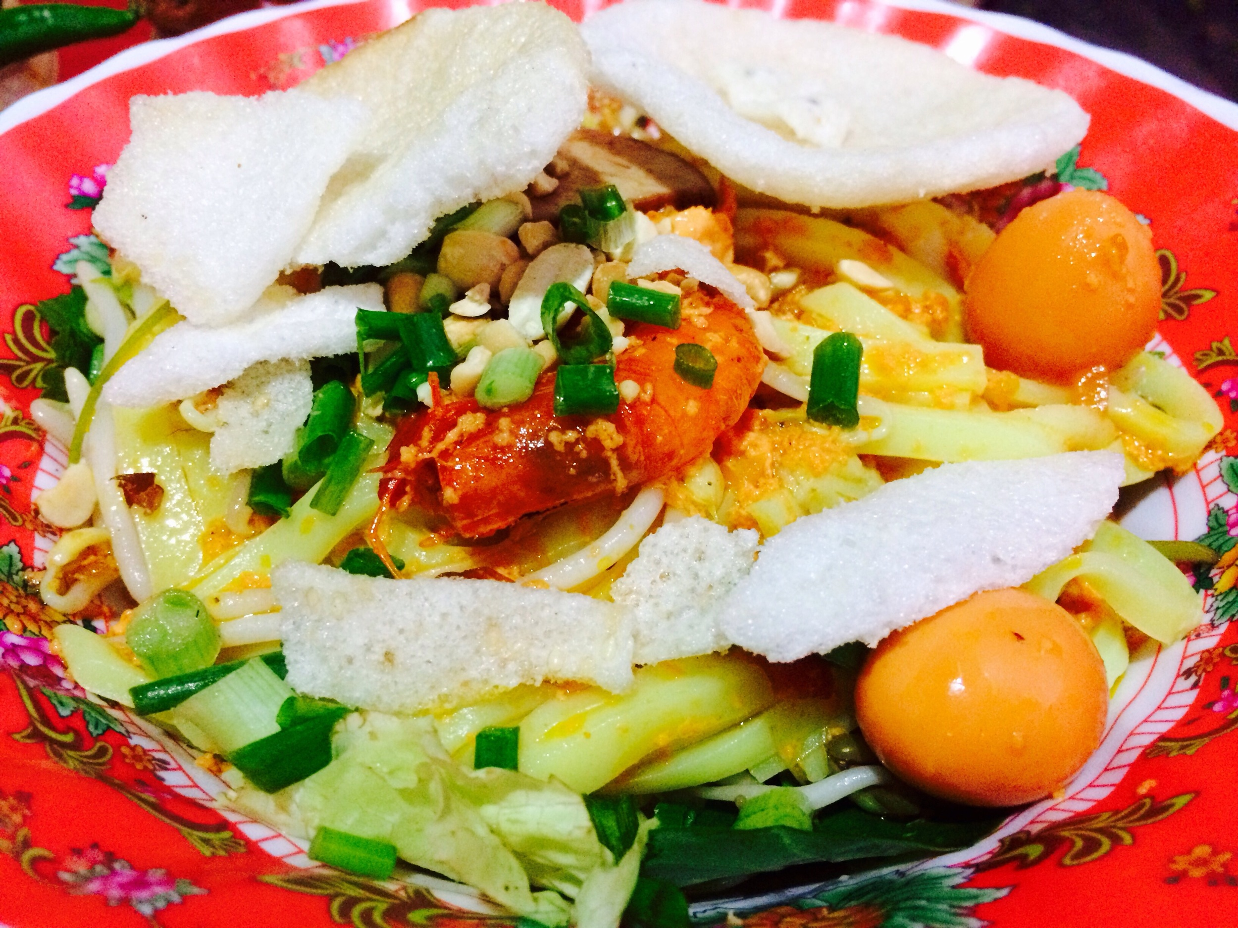 Cao làu  is a signature dish from Hoi An that consists of wheat flour noodles in a small amount of broth. This one includes prawns and quail eggs.