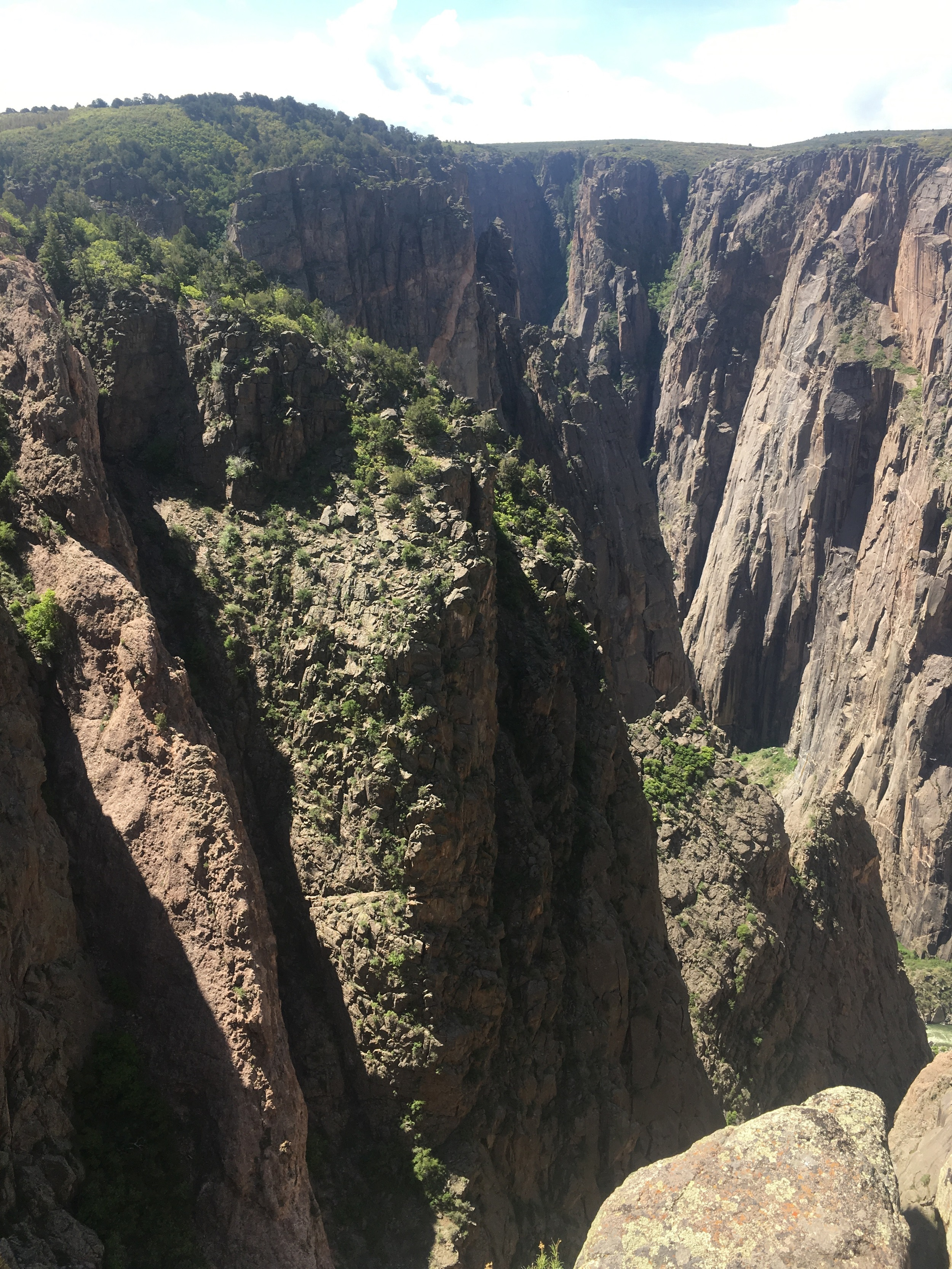 The overlapping canyon walls constantly look like they are caving in on themselves, crushing the open space.