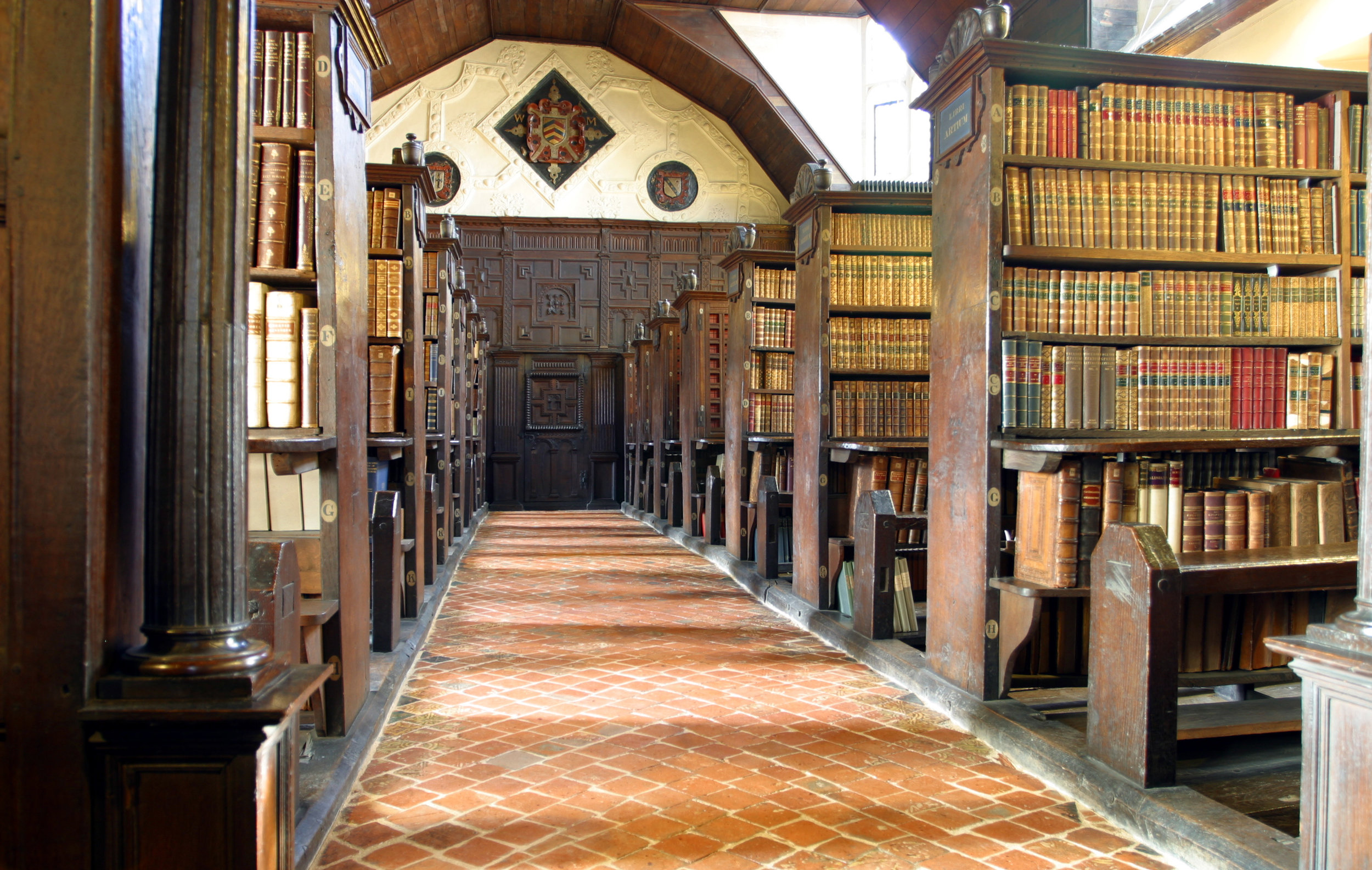 Merton_College_library_hall.jpg