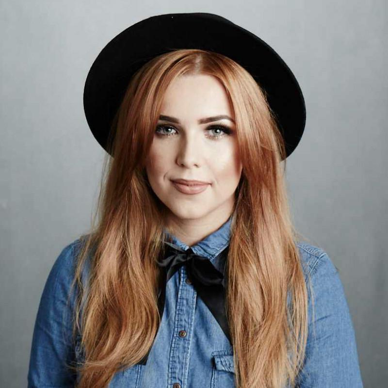 Laura Oakes (UK)