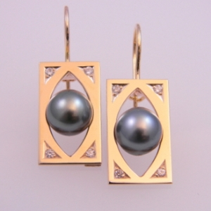 Black Pearl Earrings.jpg