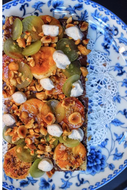 toast w/ hazelnut, banana, grapes