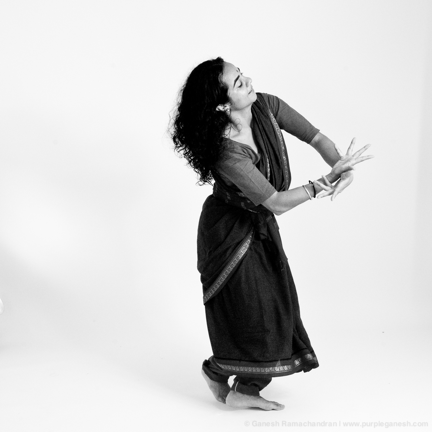 Dancing to Kumar Gandharva's Melodies | Warm-up   session at Purplega  nesh Studio, Boston MA | Photo: Ganesh Ramachandran