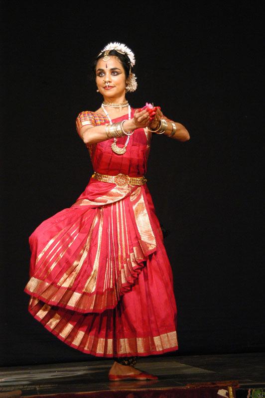 Solo Bharatanatyam at Varasiddhi Vinayakar Temple, Chennai, 2007 | Photo: Chella Vaidyanathan