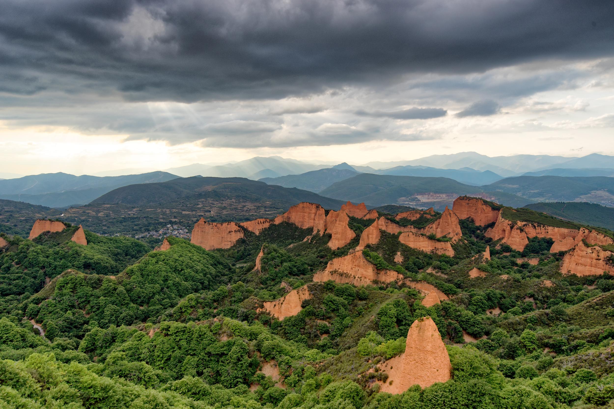 Viewpoint of Las Médulas from Mirador de Orellán | Photo Credit: Benoît Lefèvre -  Vino2Travel