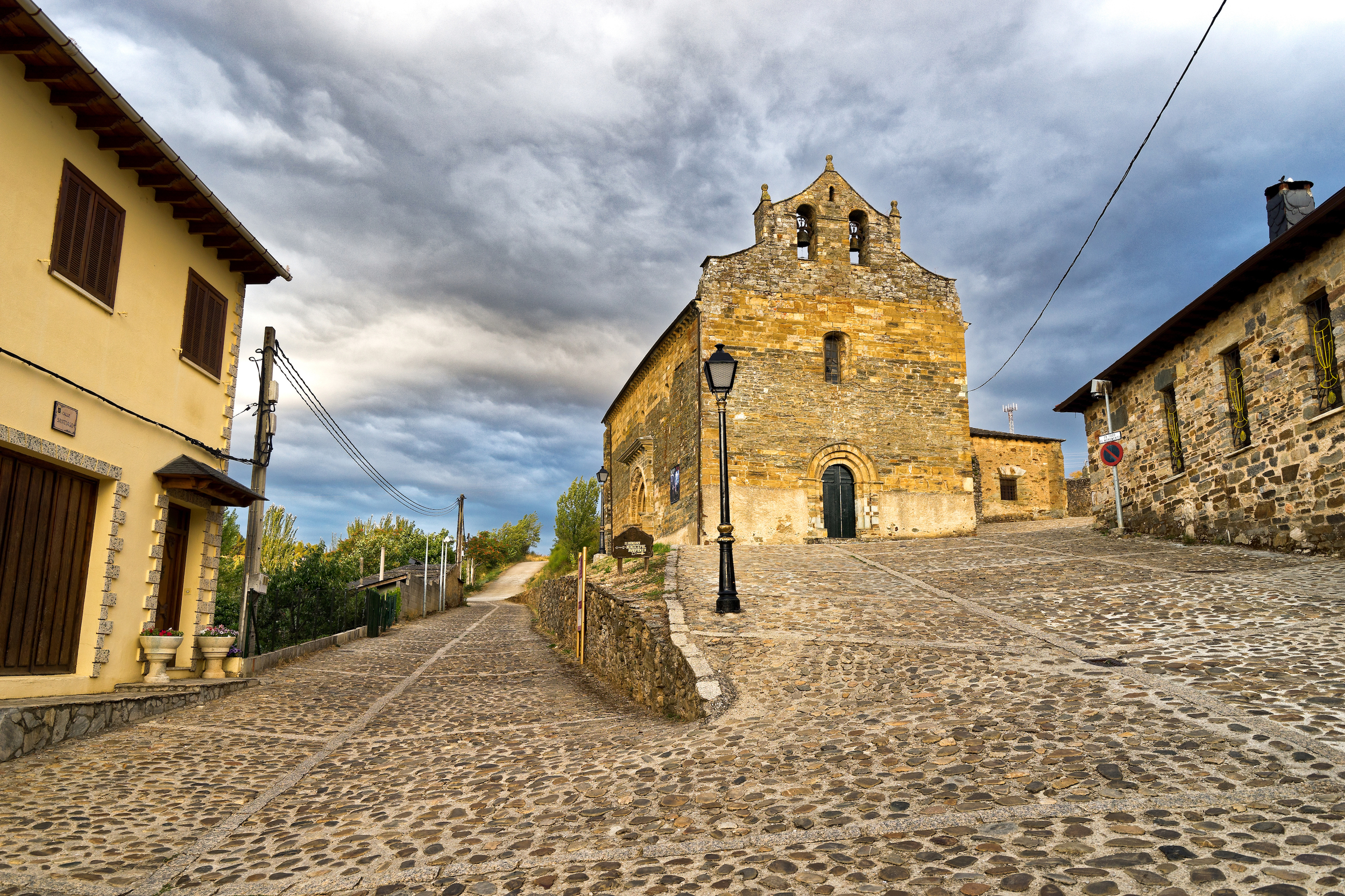 Santiago's Church in Villafranca del Bierzo | Photo Credit: Benoît Lefèvre -  Vino2Travel