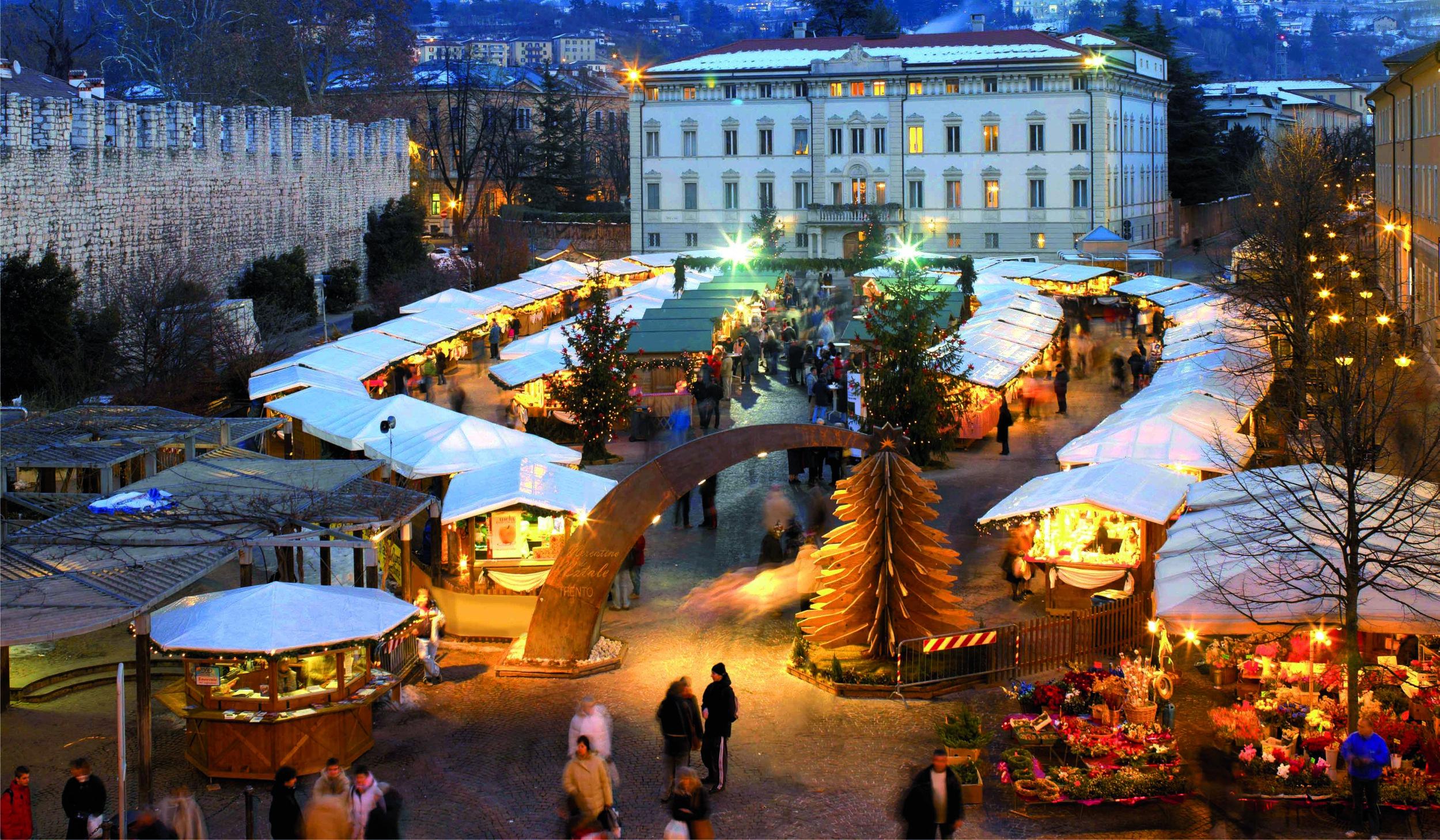 Trento - Mercatino Piazza Fiera | Photo Credit: Campanile