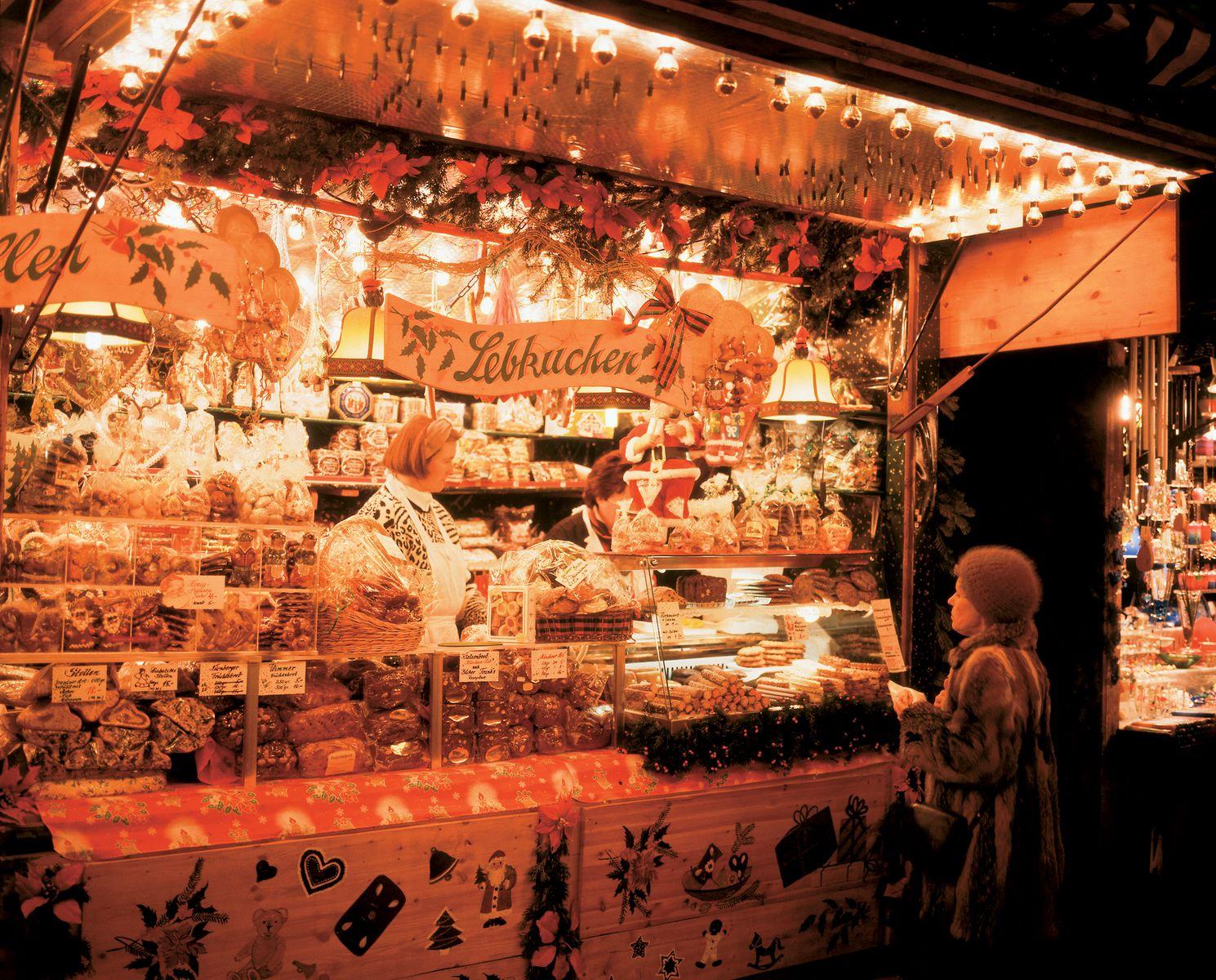 Munich: gingerbread stand at the Christmas market | Photo Credit: Joachim Messerschmidt
