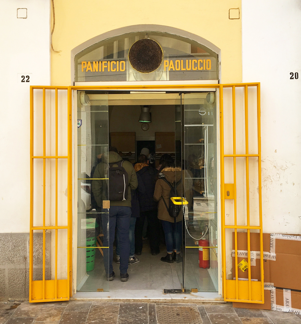 Queuing up at Paoluccio.