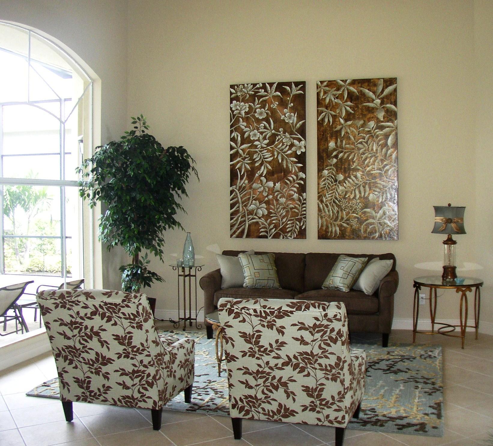 Formal living room..jpg