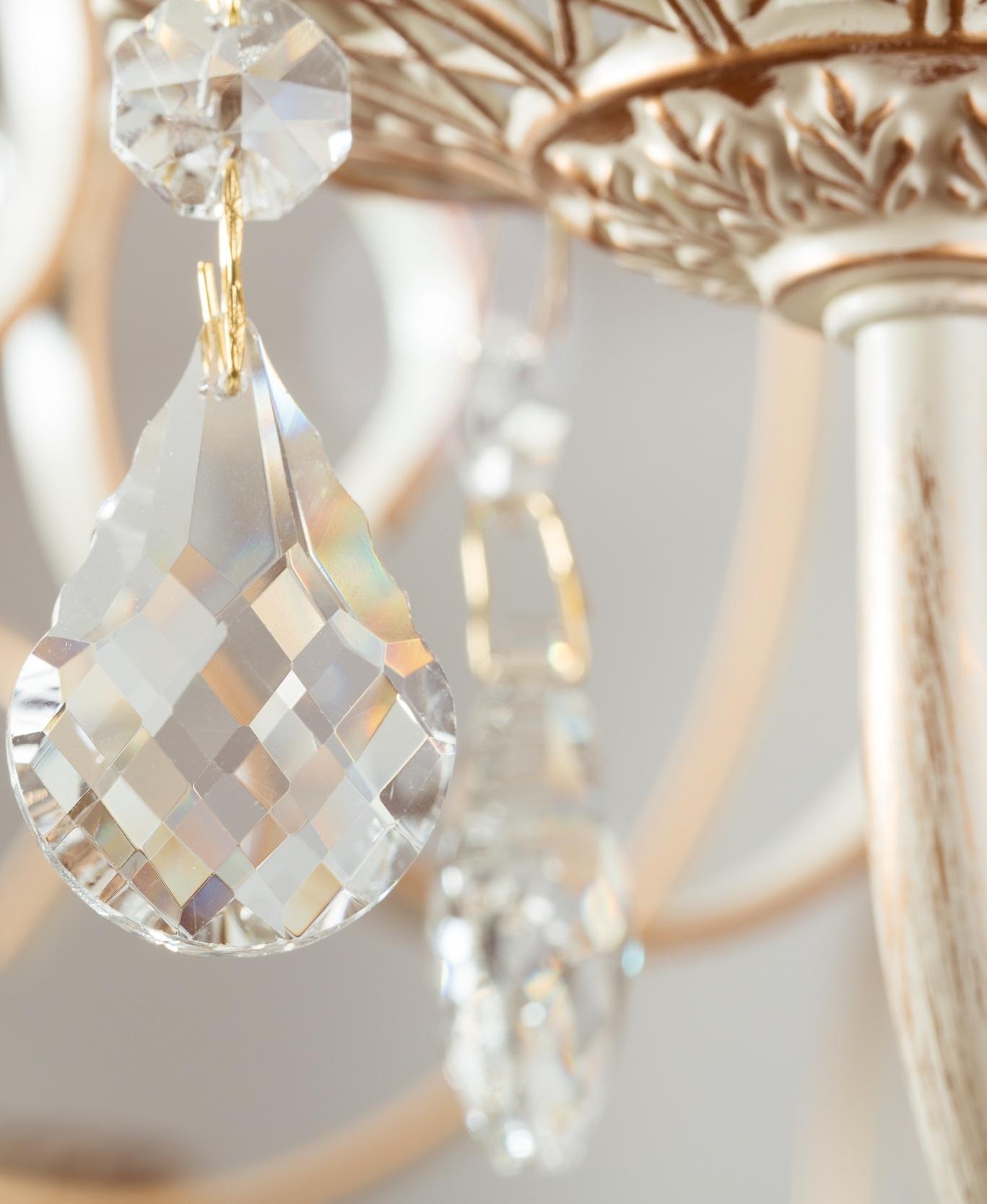 chandelier-crystal-detail-close-up-elegant-decor-76716834.jpg