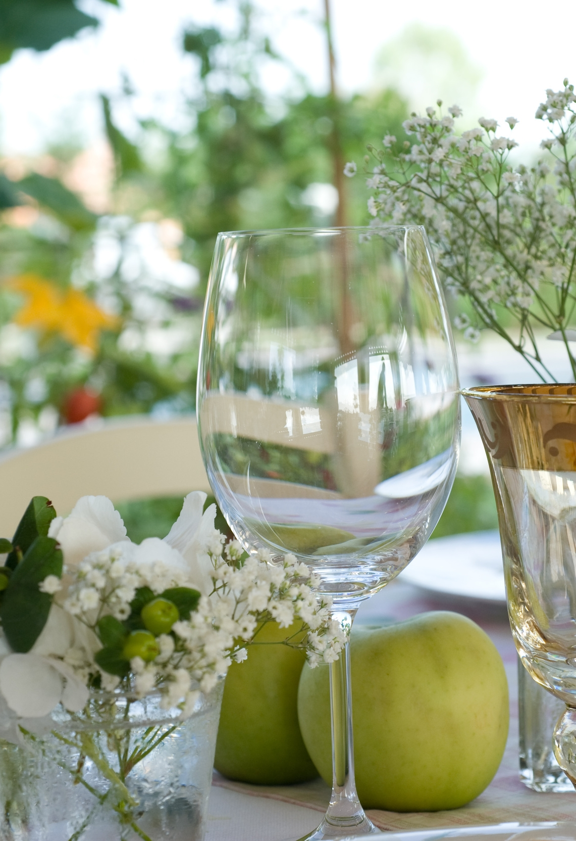 floral-enhanced-inspiring-interior-decor-50575285.jpg