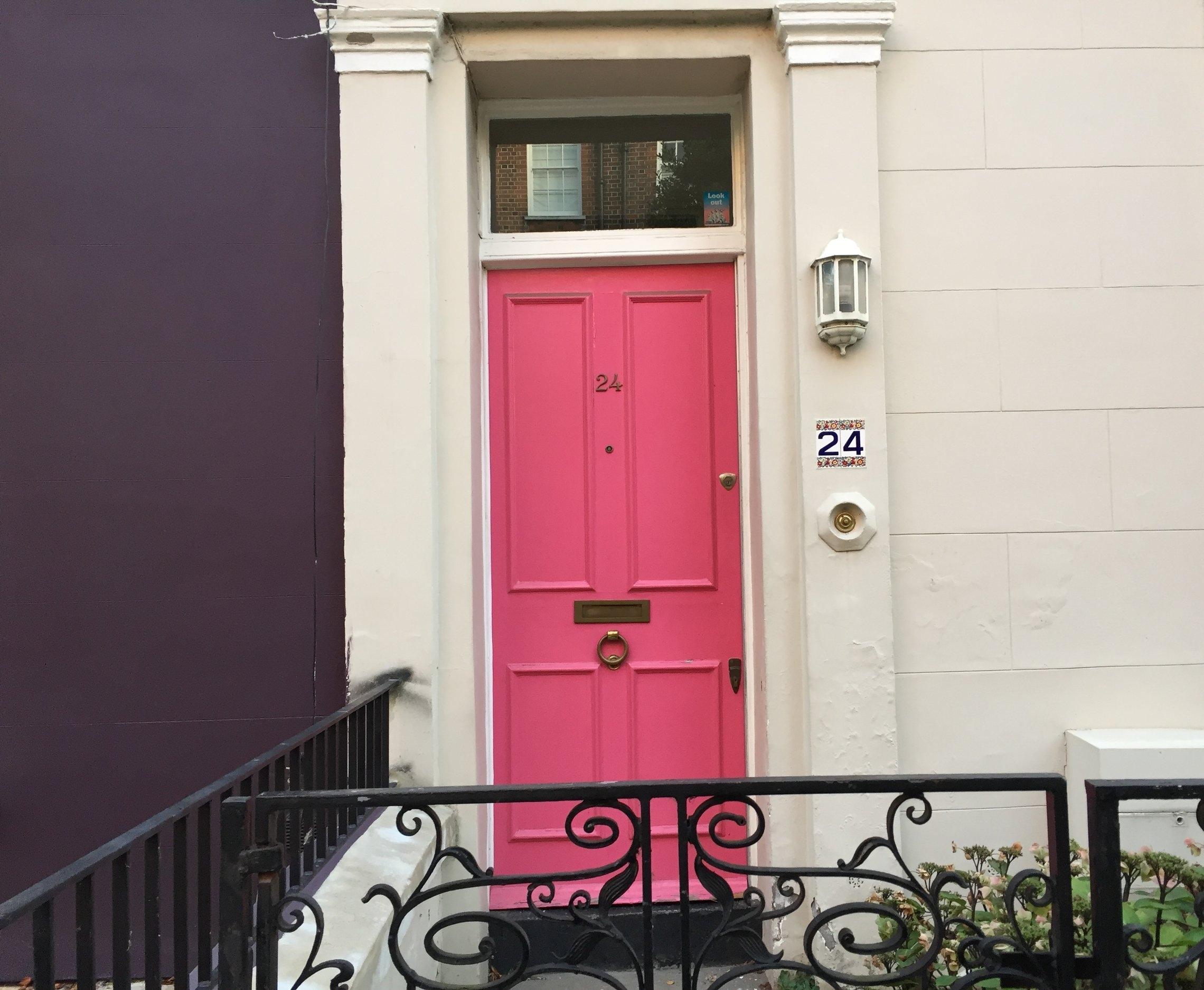 london-doors-nottinghill-pink-door-pink-house