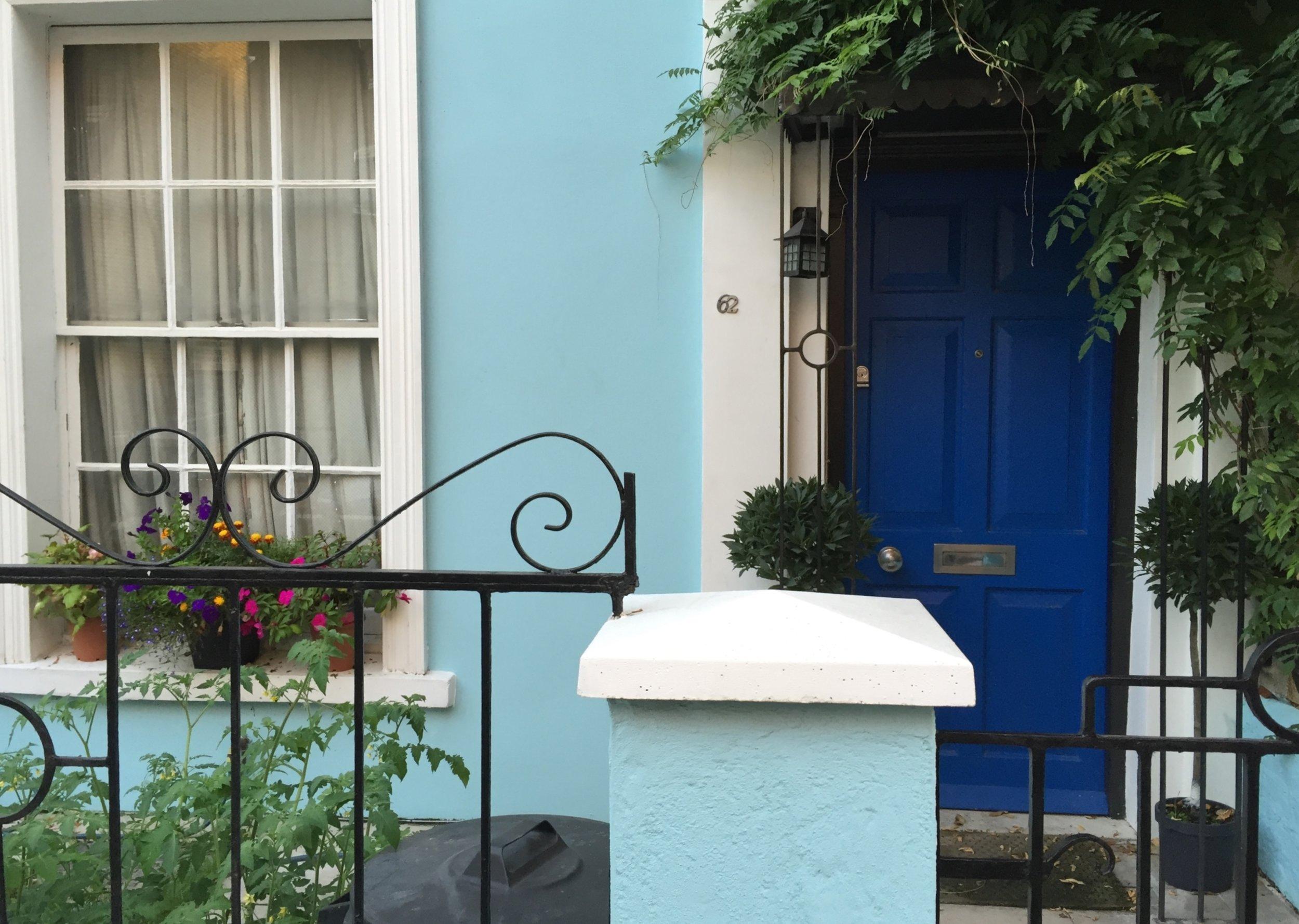 london-doors-nottinghill-blue-door-pale-blue-house