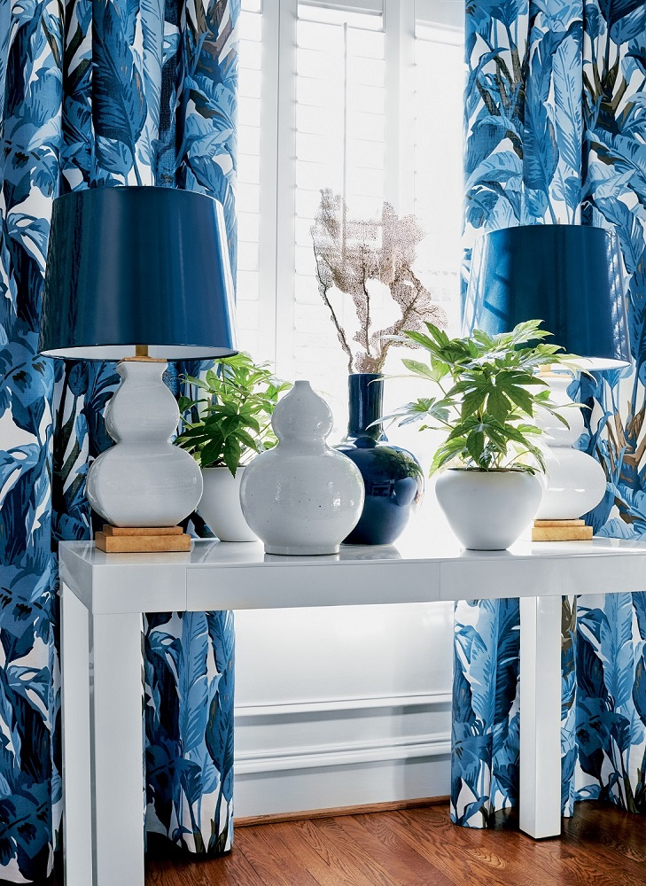 You can't go wrong with blue and white as the foundation for a color palette. Shown here: Thibaut Design's Travelers palm printed fabric. Other colors available. Photo: Thibaut Design