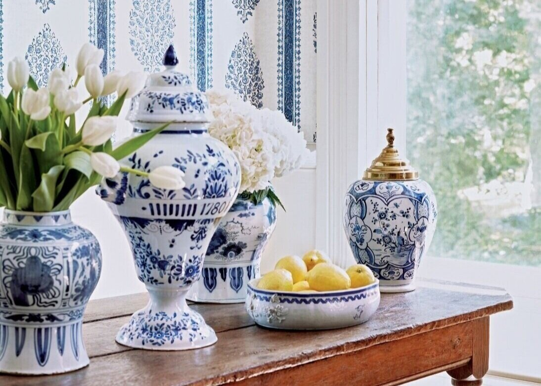 Pops-of-blue-on-dining-table