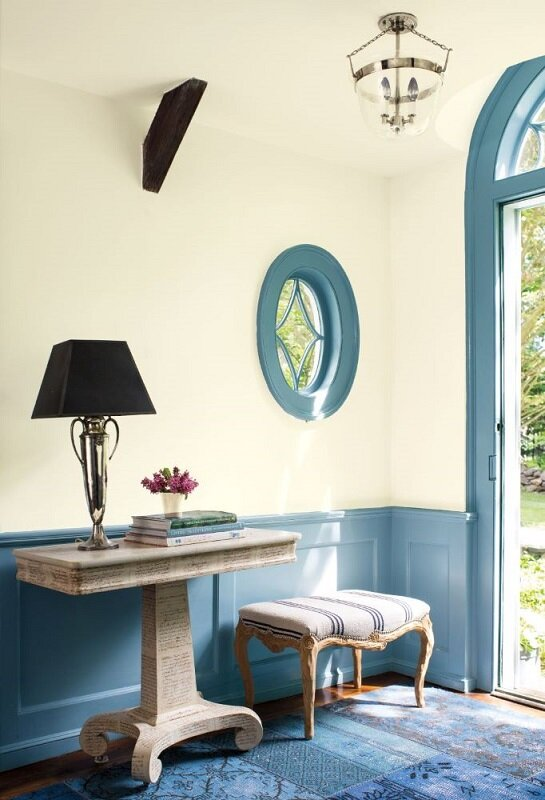 Mix blues for a pretty entry with this color palette from Benjamin Moore. Wall: Palladian Blue HC-144. Trim and wainscoting: Whipple Blue HC-152. Ceiling: Mascarpone AF-20. Photo: Benjamin Moore
