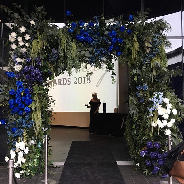 #throwback to our fresh Floral entrance to the @diamondguildaustralia awards in Melbourne 🤩. Venue - @aerialsouthwharf  Florals - @fleur_events  #hangingflowers #arch #freshflowers #melboure #weddedworld #weddedwonderland #event #throwbackthursday #love #flowers #awardnight #event #instagood