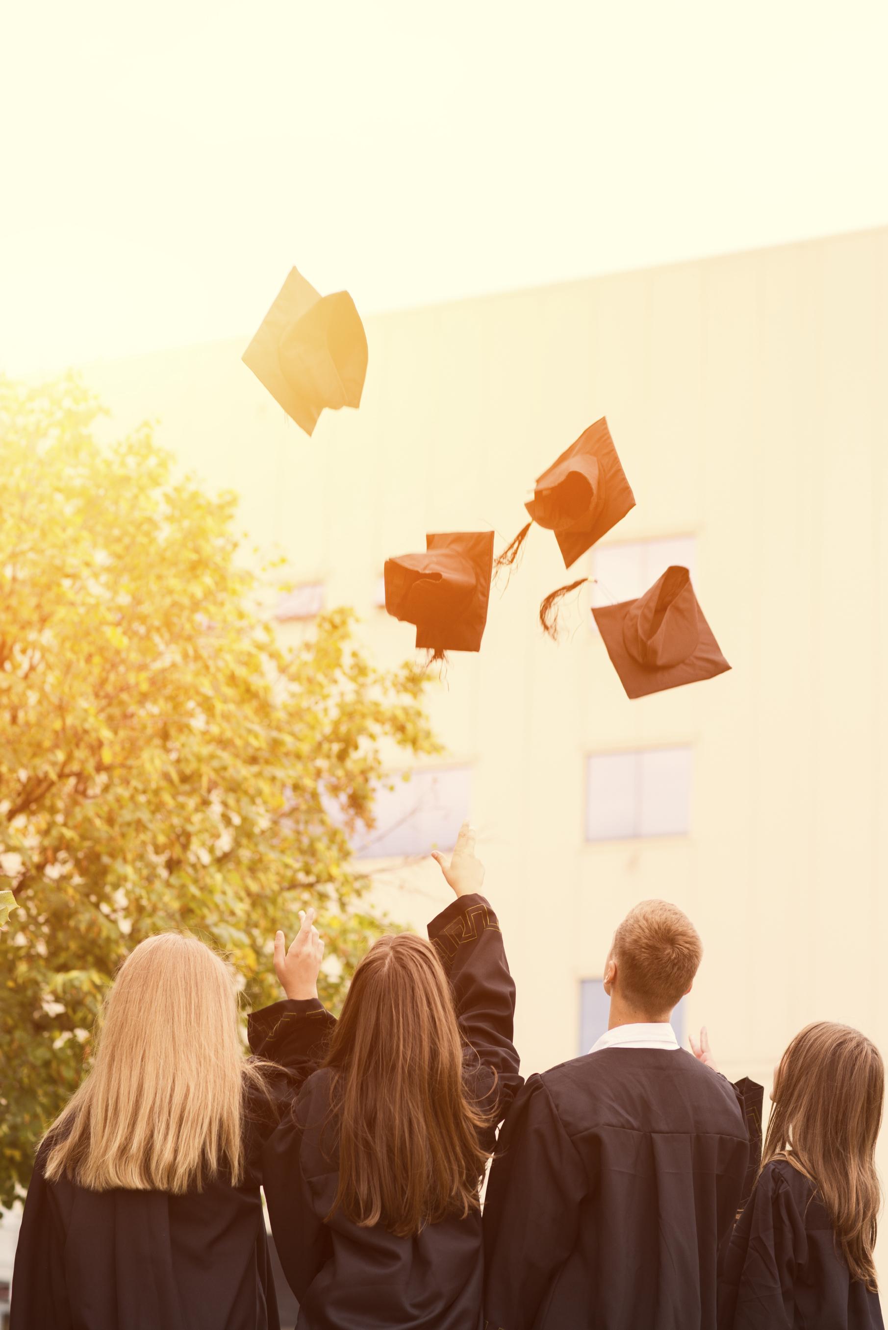 Graduation_iStock_000074561141_Large.jpg