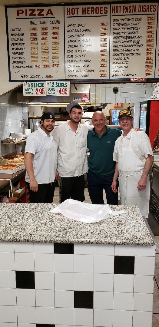 Jim Leyritz visits Xtra Cheese Pizzeria