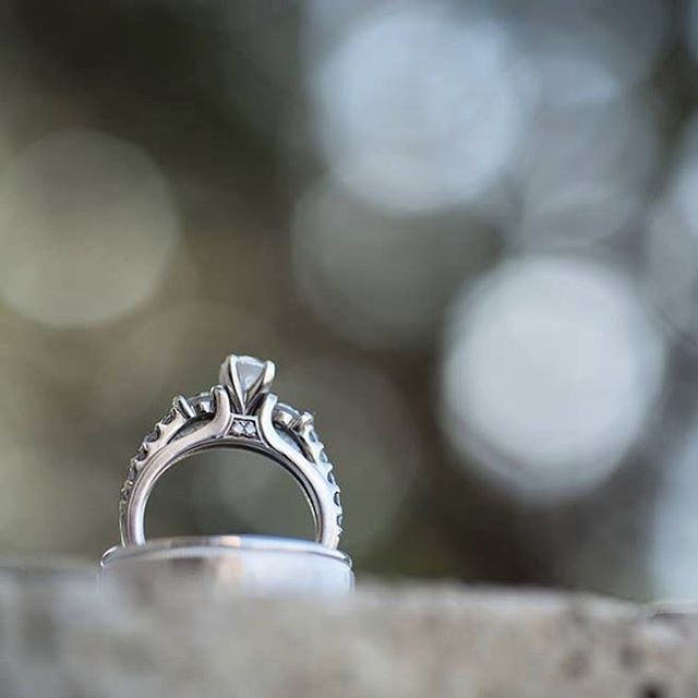 #weddingring #ringshot #weddingphotography #wichitaweddings #kansasweddingphotographer