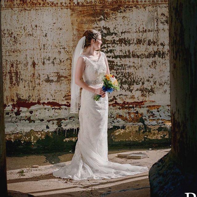 #bride #naturallight #weddingphotography #urbanweddings