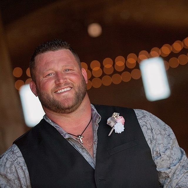 #groom #weddingphotography #kansasphotographer #bartelandwendlingphotography #weddingphotographer #kansasweddingphotographer