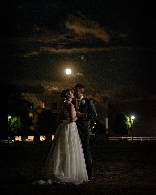 Love this shot from this weekends wedding. #brideandgroom #bartelandwendlingphotography #couplesphotography #weddingphotography #weddingday #weddingmoments #wichitawedding #wichitaweddingphotographer #wichitaweddingphotography #wichitaboathouse