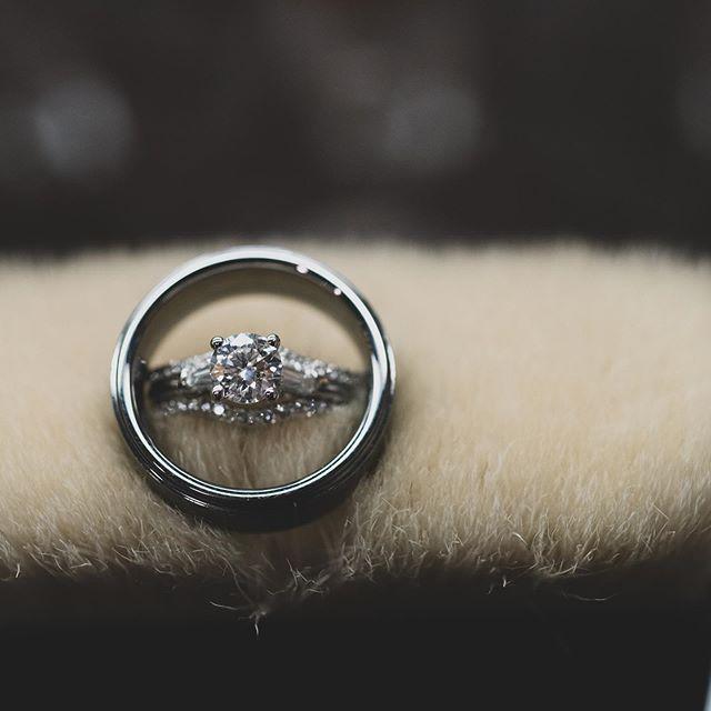 Love this ring shot from@our last wedding. #weddingdetails #weddingring #ringshot #kansasphotographer #wichitawedding #wichitaweddingphotographer #details #rings #wichitaweddings