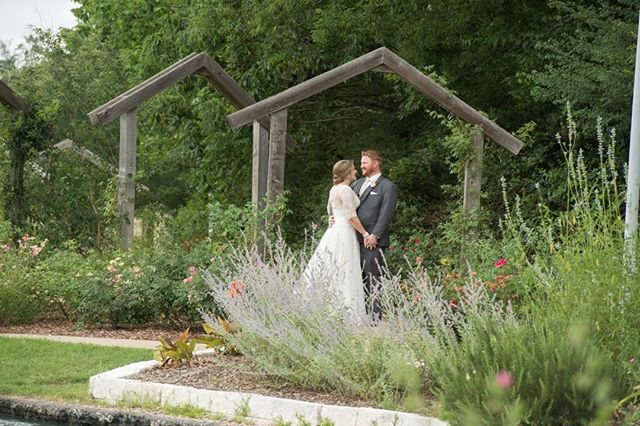 #brideandgroom #weddingphotography #texasweddingphotographer #weddingmoment #bartelandwendlingphotography