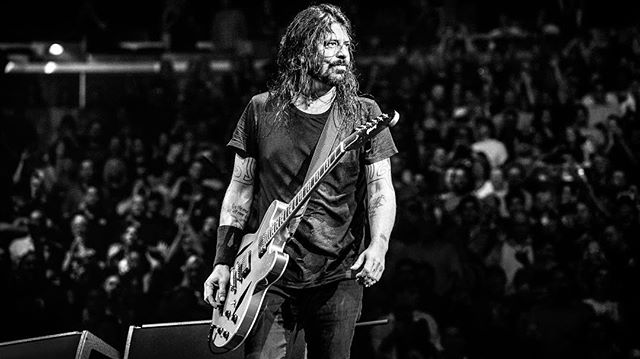 Dave Grohl of the Foo Fighters onstage at New York City's Madison Square Garden. ﹏﹏﹏﹏﹏﹏﹏﹏﹏﹏﹏﹏﹏﹏﹏﹏﹏﹏﹏﹏﹏﹏﹏ 📸: Sony a7r III w/ 70-200mm f/2.8 ﹋﹋﹋﹋﹋﹋﹋﹋﹋﹋﹋﹋﹋﹋﹋﹋﹋﹋﹋﹋﹋﹋﹋ #DaveGrohl @FooFighters @TheGarden #MSG #MadisonSquareGarden #LiveMusic #NewYorkCity #NewYork #Concert #LiveMusicPhotos #RockMusic #EricTownsend @SonyProUSA #SonyProUSA @SonyAlpha #SonyAlpha #SonyA7rIII #SonyPhotography #Sony #SonyImages #BeAlpha